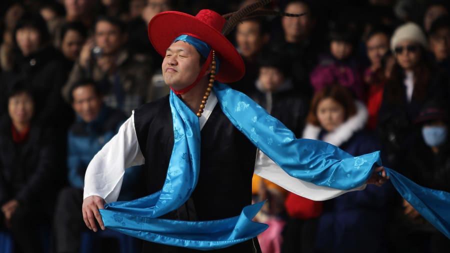 CNN bầu chọn 12 hình ảnh Tết Nguyên Đán trên khắp thế giới, Việt Nam góp mặt với khung cảnh giản dị thân quen - Ảnh 16.