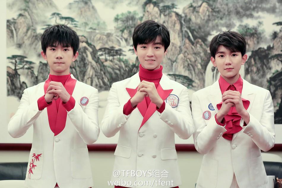 Hậu trường Gala chào xuân rực sắc đỏ mừng năm mới của Địch Lệ Nhiệt Ba - Dương Tử cùng dàn sao đình đám - Ảnh 32.