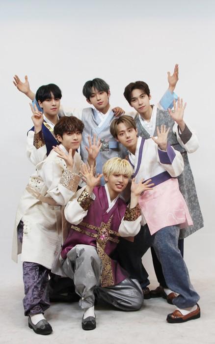 SNSD, BTS và dàn sao Hàn đồng loạt chúc Tết: Người bận bịu vẫn chụp ảnh tặng fan, người diện hanbok đón Xuân - Ảnh 18.