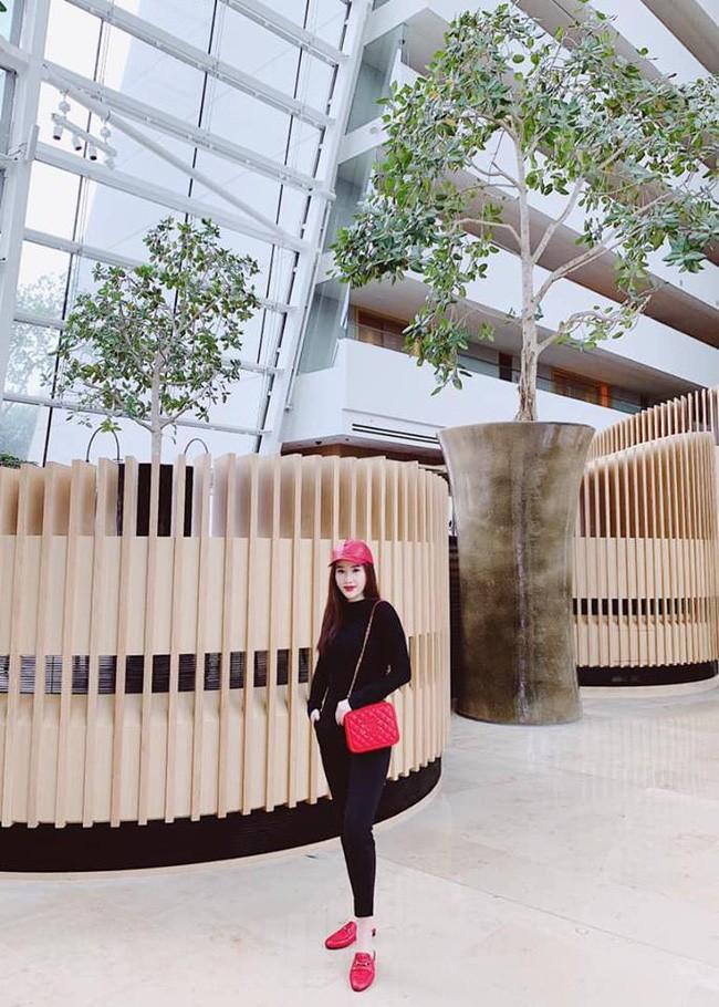 Street style cận Tết của sao Việt: Hà Hồ diện toàn màu chóe, Đàm Thu Trang cực giản dị trong bộ đồ sắc nâu - Ảnh 13.