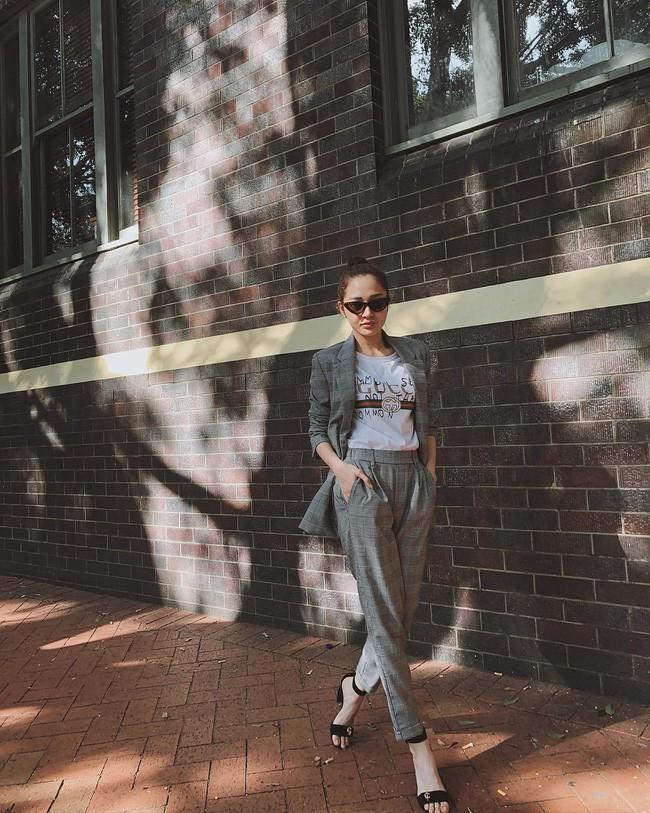 Street style cận Tết của sao Việt: Hà Hồ diện toàn màu chóe, Đàm Thu Trang cực giản dị trong bộ đồ sắc nâu - Ảnh 14.