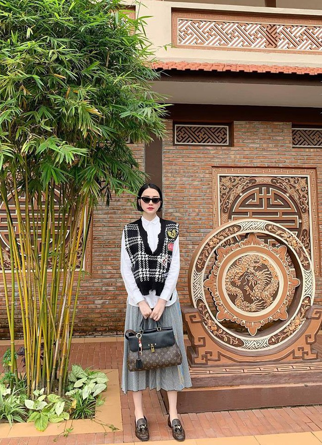Street style cận Tết của sao Việt: Hà Hồ diện toàn màu chóe, Đàm Thu Trang cực giản dị trong bộ đồ sắc nâu - Ảnh 15.