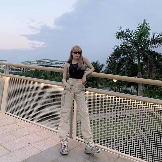 Street style cận Tết của sao Việt: Hà Hồ diện toàn màu chóe, Đàm Thu Trang cực giản dị trong bộ đồ sắc nâu - Ảnh 16.