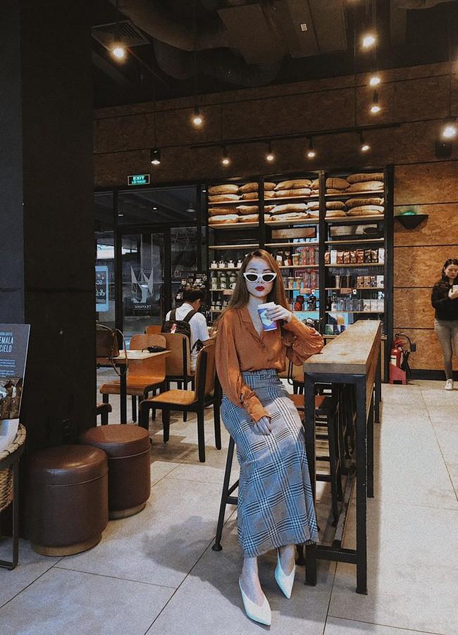 Street style cận Tết của sao Việt: Hà Hồ diện toàn màu chóe, Đàm Thu Trang cực giản dị trong bộ đồ sắc nâu - Ảnh 11.