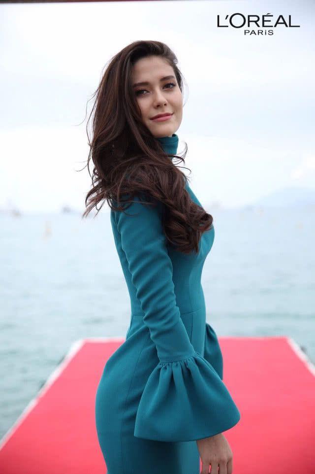 Showbiz Thái toàn các thánh ngoại ngữ: Người nói tận 6 thứ tiếng, Hoa hậu bất ngờ bắn tiếng Việt cực sõi - Ảnh 12.