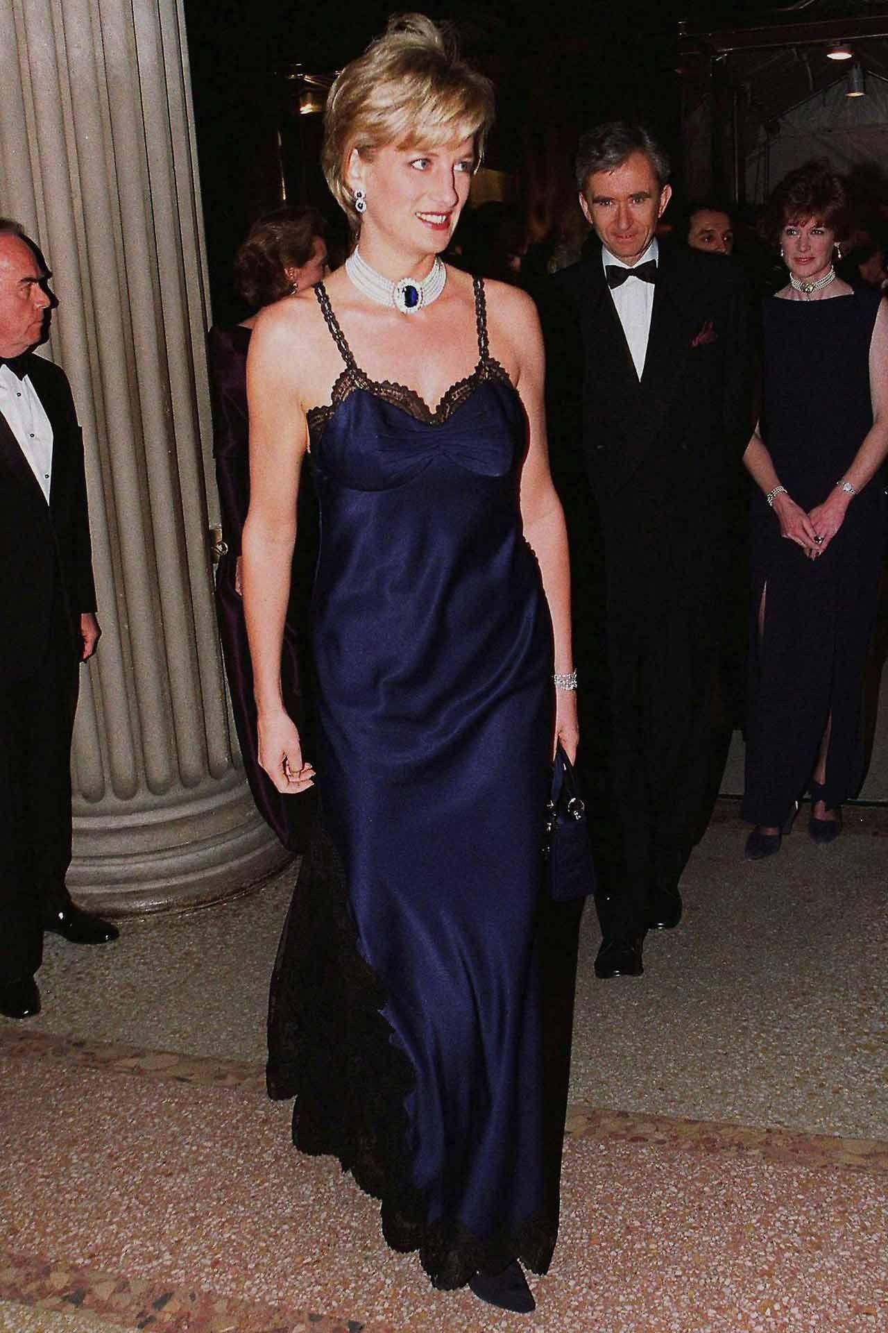 Chiếc đầm sexy nổi tiếng nhất của Công nương Diana đã suýt bị bỏ đi vì lý do chẳng ai ngờ tới, nhưng vô cùng ngọt ngào - Ảnh 1.