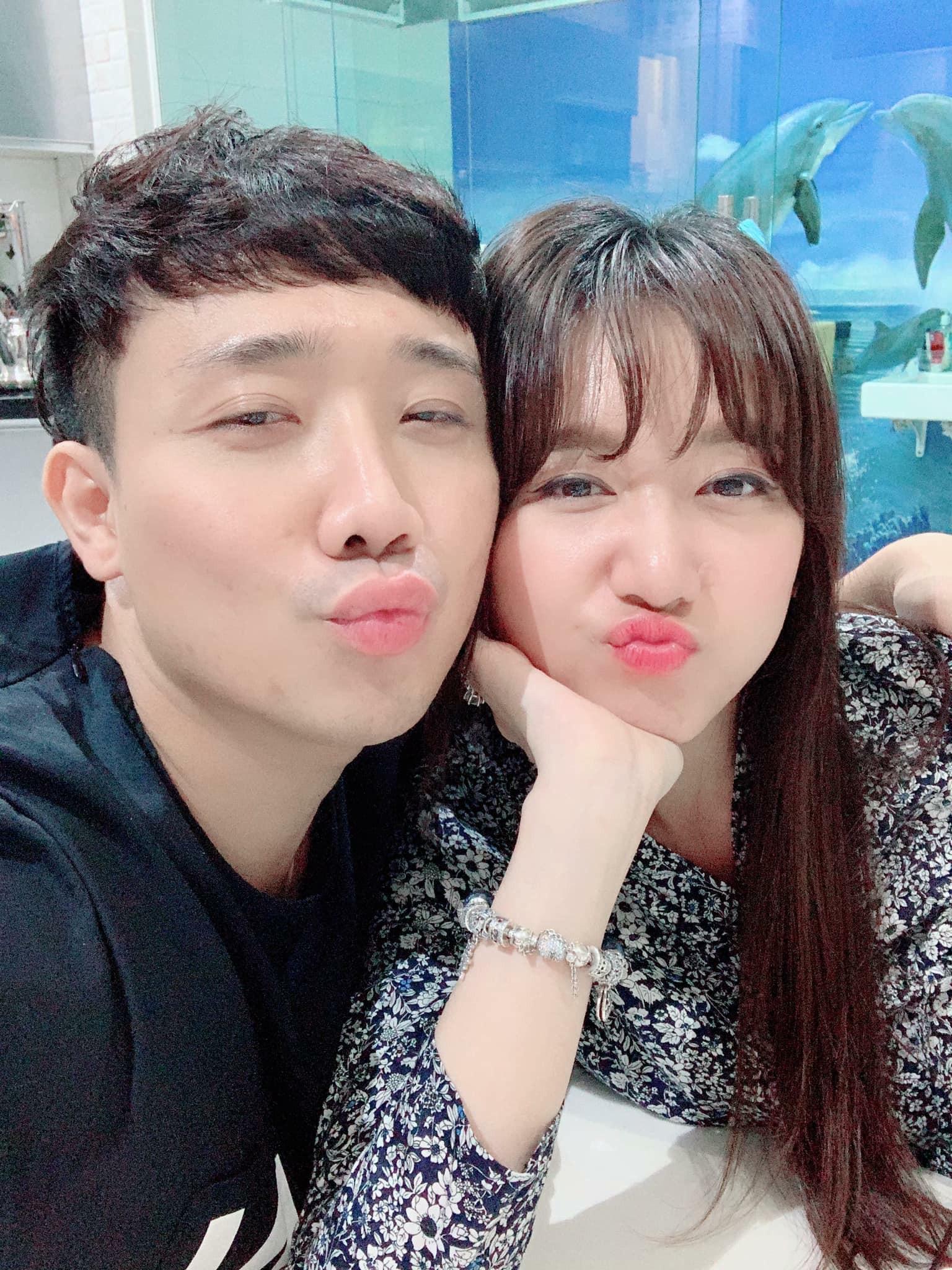 """Đăng status đầy mùi mẫn mừng sinh nhật Trấn Thành, Hari Won tiện thể tiết lộ hành trình bị ông xã """"cưa đổ"""" chưa một lần chia sẻ - Ảnh 1."""