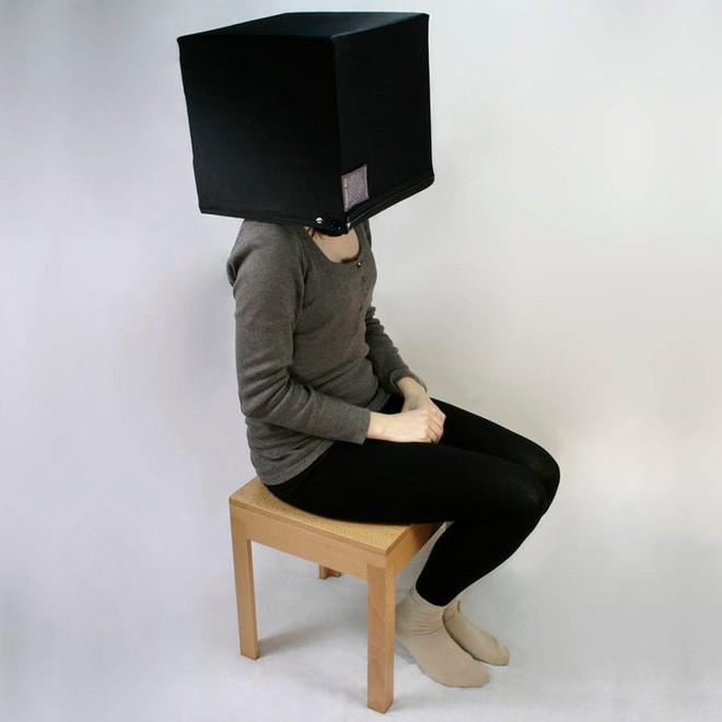 Công ty Anh bán cái hộp để bạn chui đầu vào đó suy nghĩ, tránh thị phi ngày Tết với giá 15 triệu đồng - Ảnh 1.