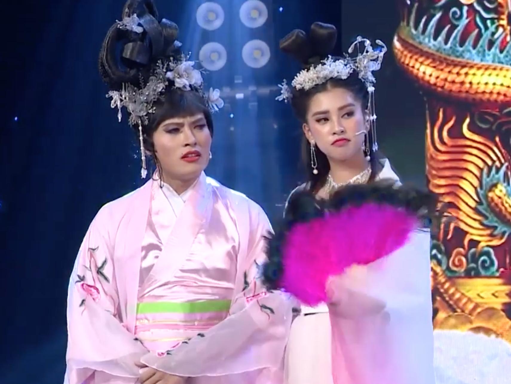 Nam Em giữ nguyên bản chất khùng, Tiểu Vy điệu chảy nước trong Táo Xuân 2019 - Ảnh 9.