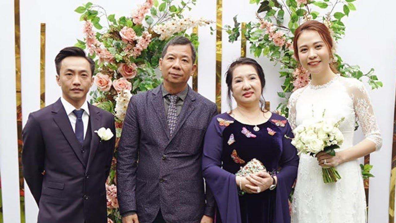 Cường Đô La cùng vợ sắp cưới Đàm Thu Trang và Subeo đến chúc Tết bố mẹ trong ngày đầu năm mới - Ảnh 4.