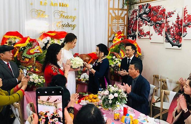 Cường Đô La cùng vợ sắp cưới Đàm Thu Trang và Subeo đến chúc Tết bố mẹ trong ngày đầu năm mới - Ảnh 2.