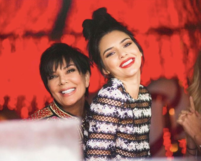 Đổi kiểu tóc mới, Kendall Jenner khiến dân tình sửng sốt vì giống hệt bản sao của một người - Ảnh 3.