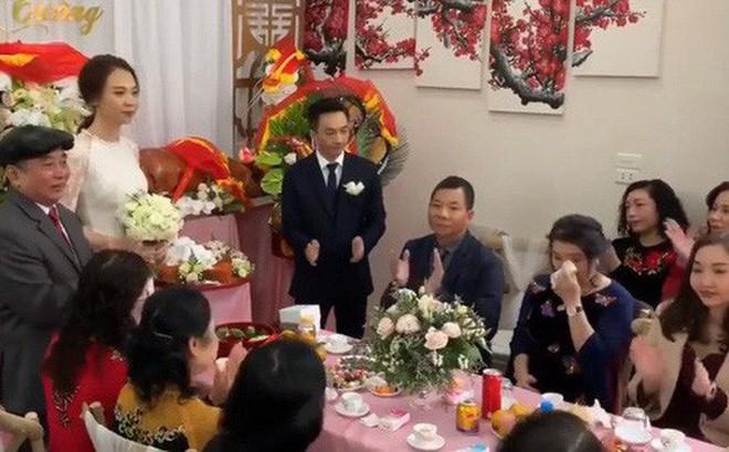 Cường Đô La cùng vợ sắp cưới Đàm Thu Trang và Subeo đến chúc Tết bố mẹ trong ngày đầu năm mới - Ảnh 3.