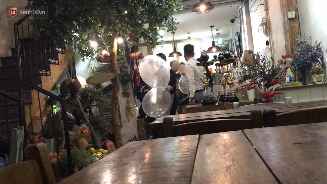 Clip: Giật mình bóng cười tràn ra vỉa hè phố lớn Hà Nội những ngày đầu năm Tết Kỷ Hợi 2019 - Ảnh 4.