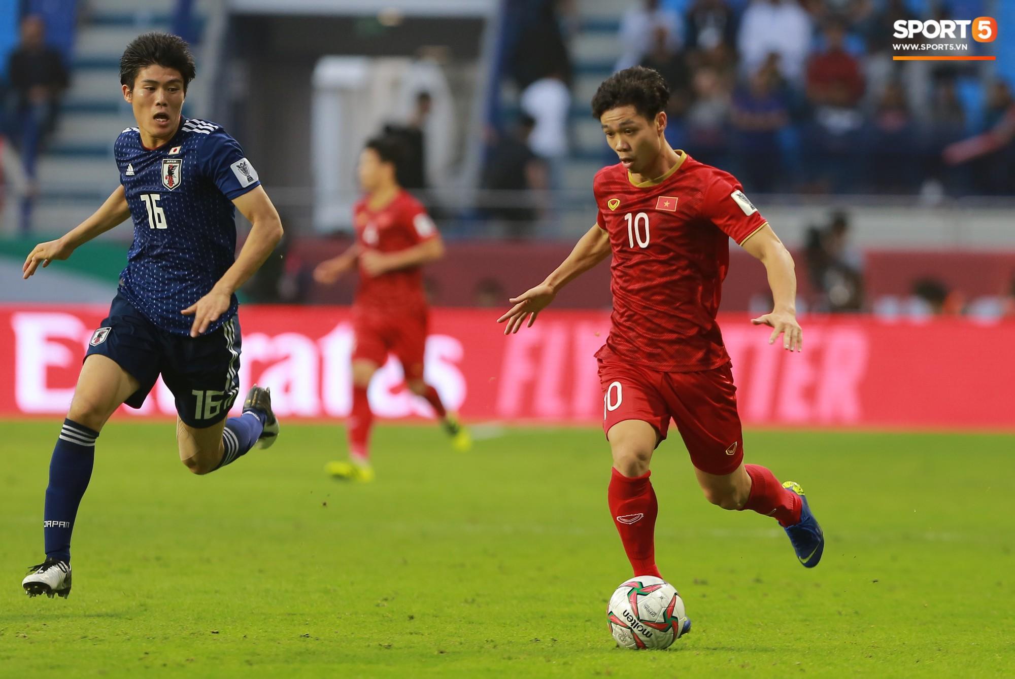 Báo Hàn Quốc: Công Phượng đủ tố chất để chơi bóng tại K.League - Ảnh 1.