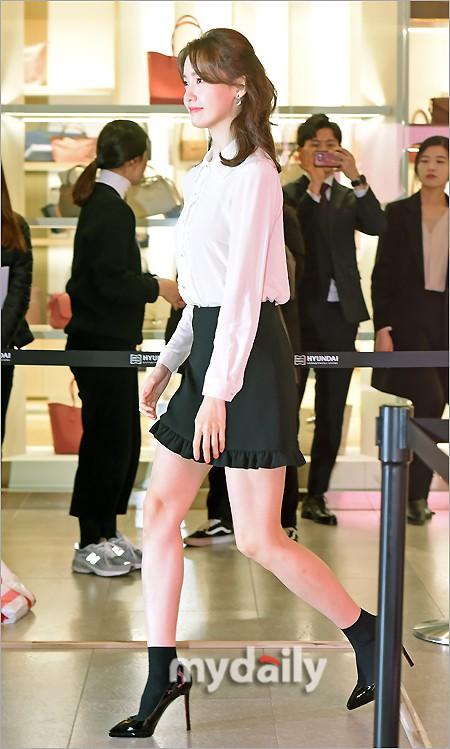 Lâu lắm mới lộ diện, nữ thần Yoona khoe đôi chân dài miên man nhưng lại bị soi loạt khuyết điểm kém xinh tại sự kiện - Ảnh 3.