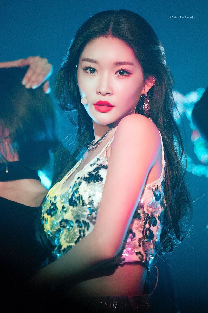 Đây chính là nữ ca sĩ solo được săn đón kết hợp nhất Kpop thời gian qua - Ảnh 11.