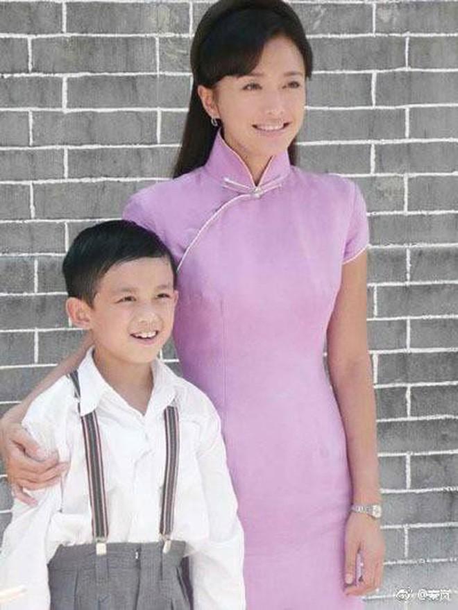 Ăn hết 3 ngày Tết, Hoàng hậu Tần Lam đã lên đường sang New York dự tuần lễ thời trang - Ảnh 8.