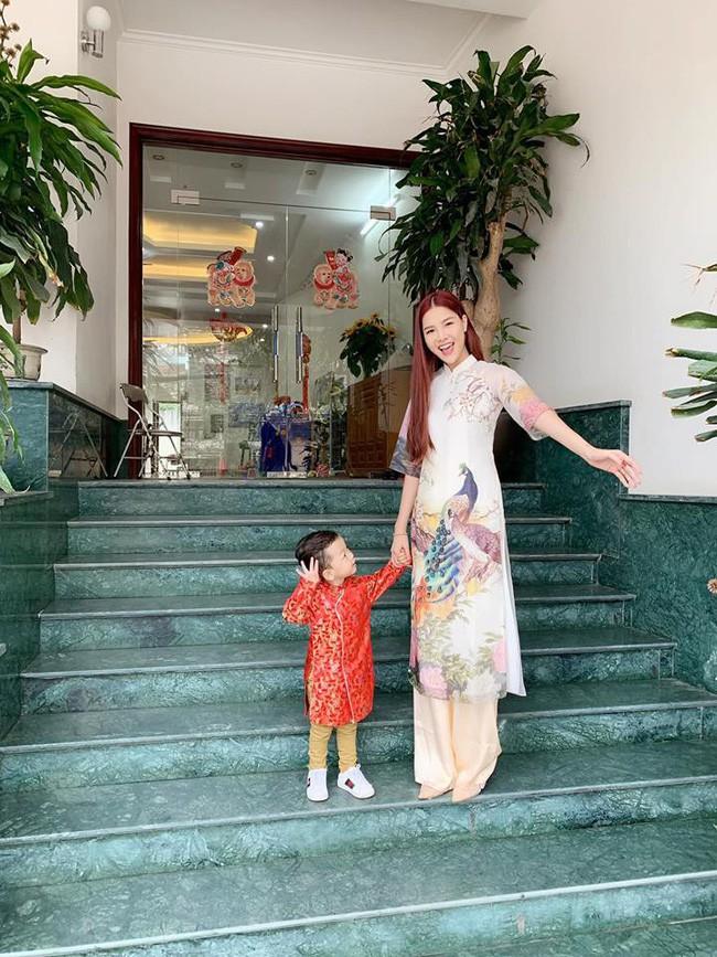 Nào có thua người lớn, nhóc tỳ nhà sao Việt cũng xúng xính diện áo dài, nổi nhất là mẹ con Thu Thảo và Hà Anh - Ảnh 11.