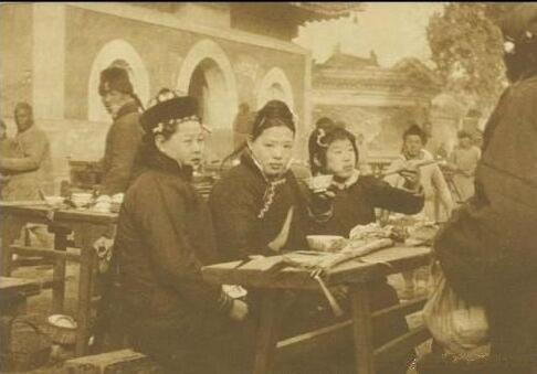 Ảnh hiếm về khung cảnh đón Tết của người Trung Quốc dưới thời nhà Thanh hàng trăm năm trước - Ảnh 10.