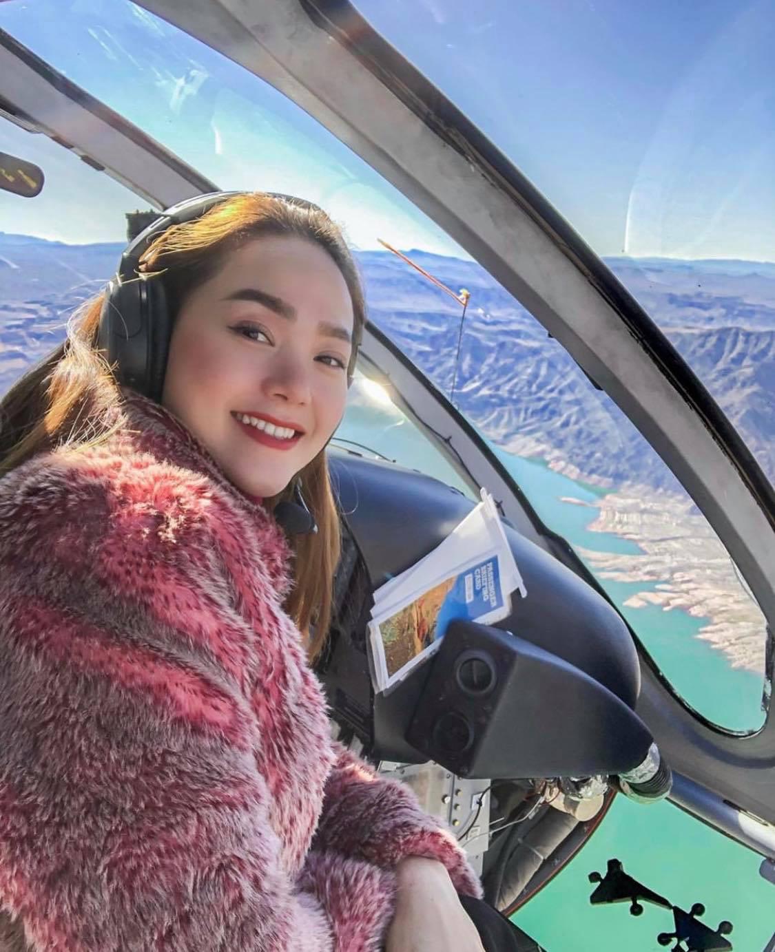 Mỹ nhân Vbiz vi vu Tết Kỷ Hợi: Minh Hằng khá phá Las Vegas bằng trực thăng, Đông Nhi tránh nóng ở Nhật - Ảnh 3.