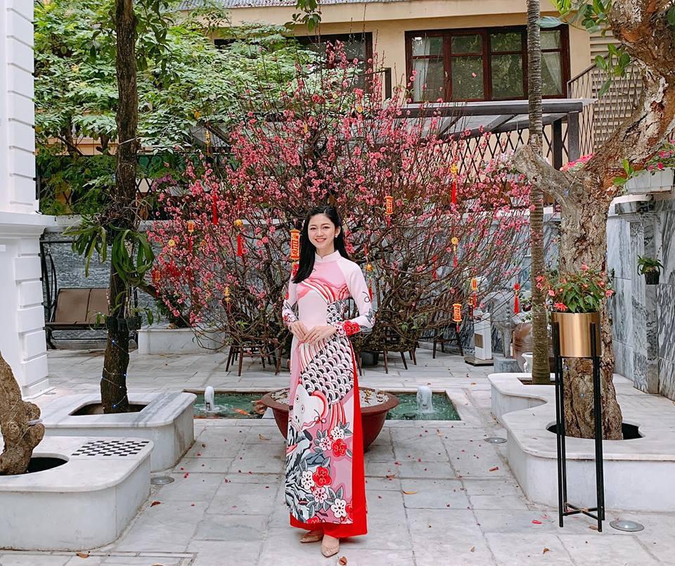 Tết đầu tiên bên gia đình chồng của mỹ nhân Việt: Người chứng minh đúng chuẩn vợ hiền dâu thảo, người xúng xính áo quần cùng chồng đi du xuân - Ảnh 10.