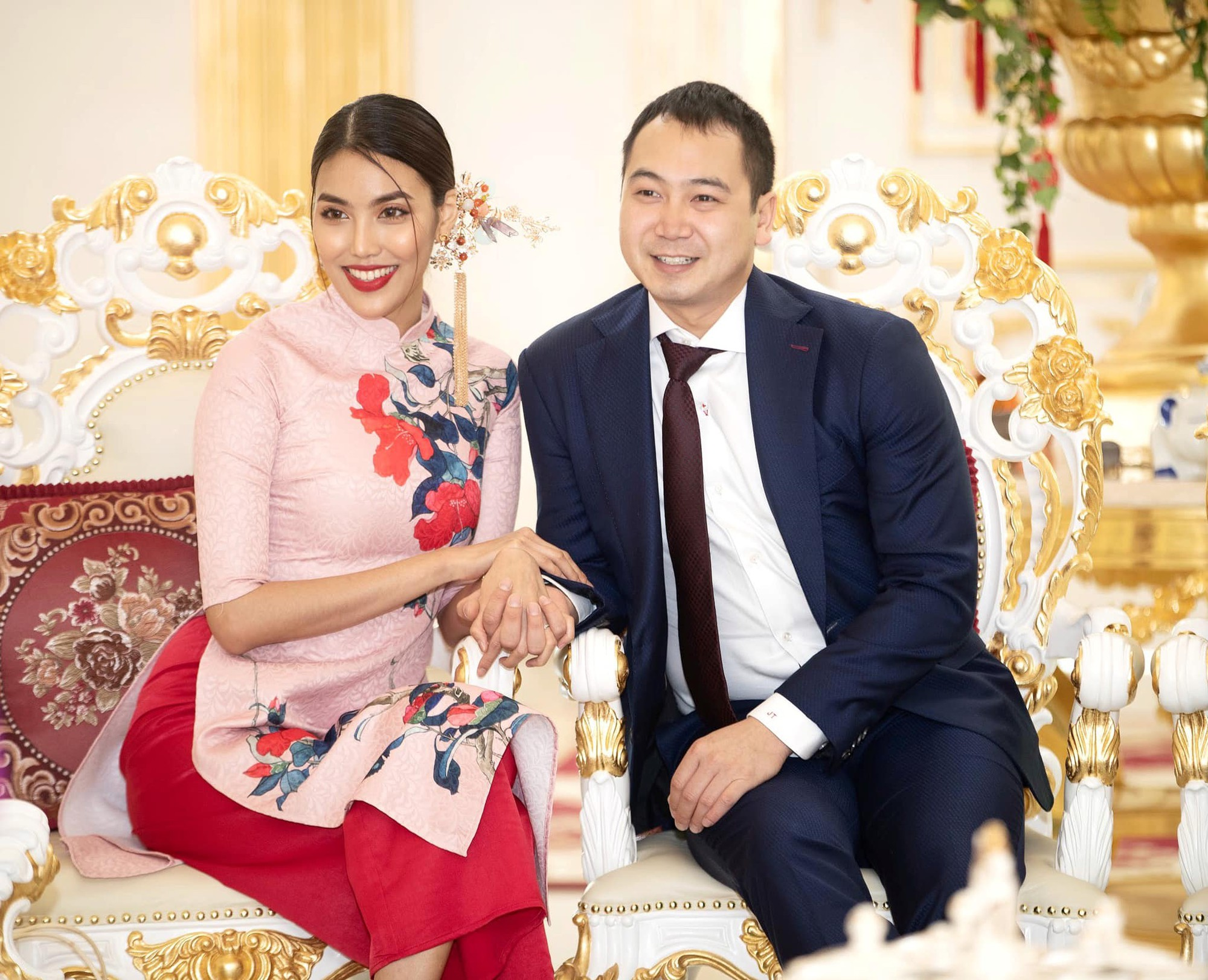 Tết đầu tiên bên gia đình chồng của mỹ nhân Việt: Người chứng minh đúng chuẩn vợ hiền dâu thảo, người xúng xính áo quần cùng chồng đi du xuân - Ảnh 3.