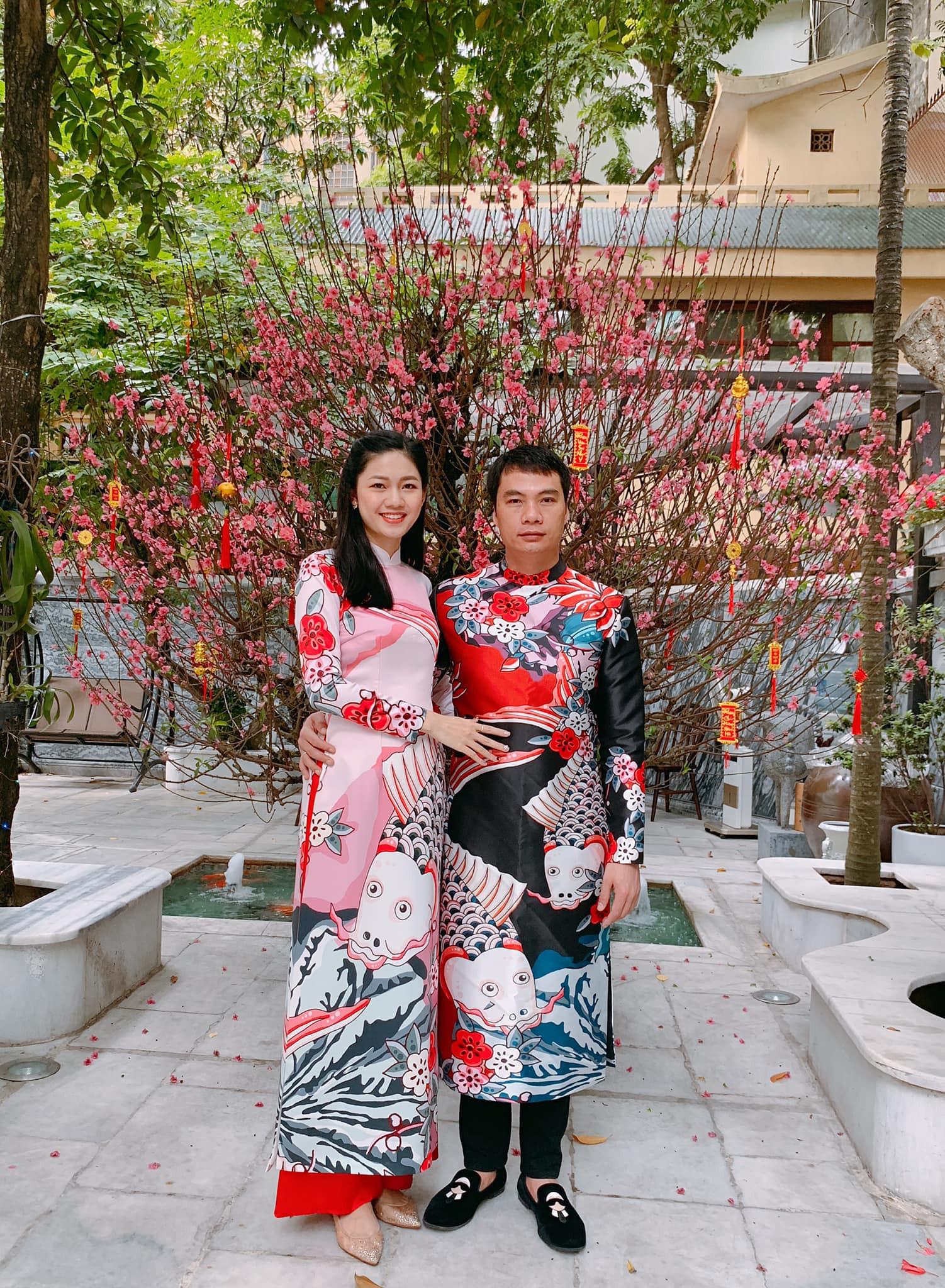 Tết đầu tiên bên gia đình chồng của mỹ nhân Việt: Người chứng minh đúng chuẩn vợ hiền dâu thảo, người xúng xính áo quần cùng chồng đi du xuân - Ảnh 9.