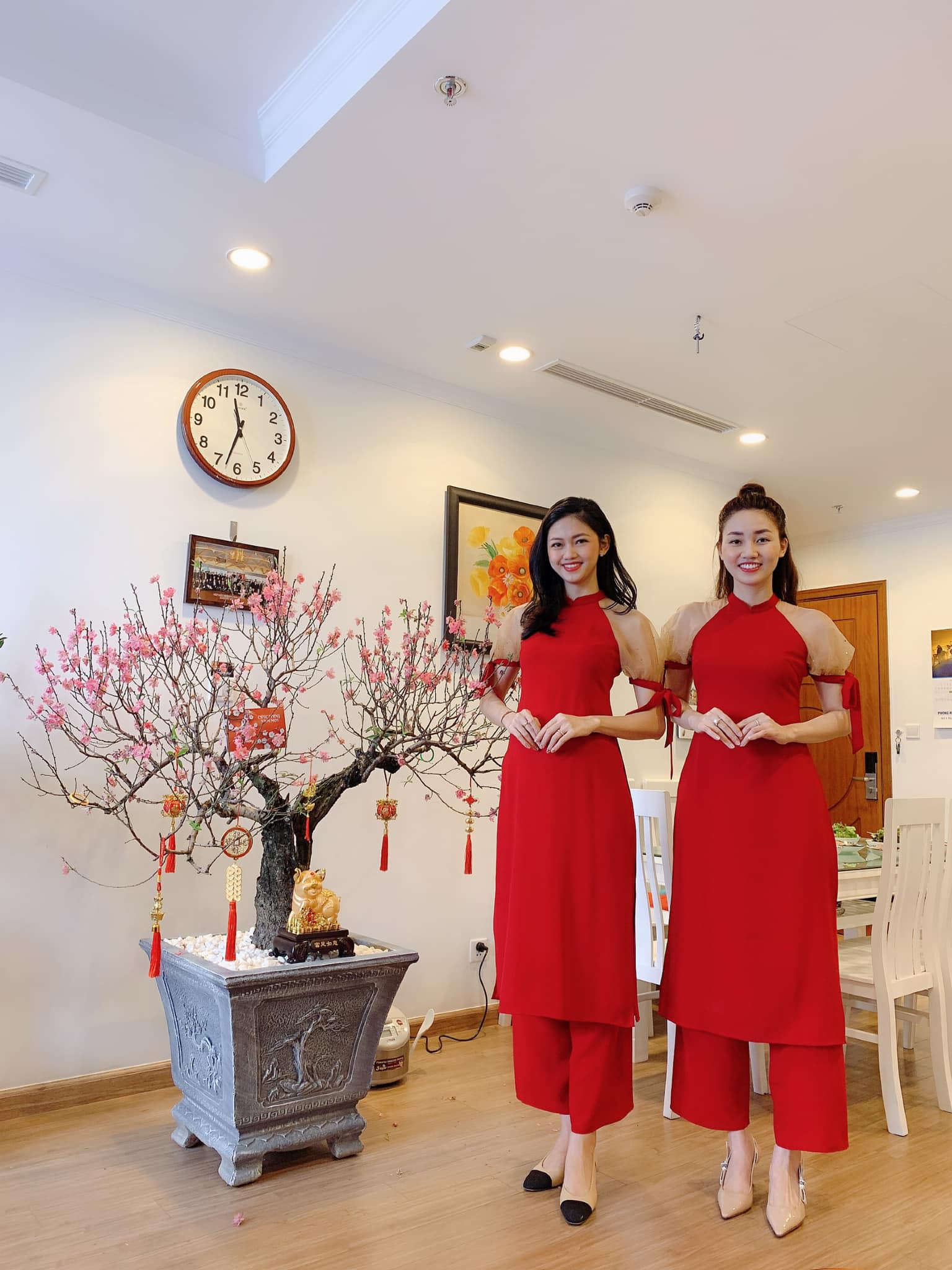 Tết đầu tiên bên gia đình chồng của mỹ nhân Việt: Người chứng minh đúng chuẩn vợ hiền dâu thảo, người xúng xính áo quần cùng chồng đi du xuân - Ảnh 11.
