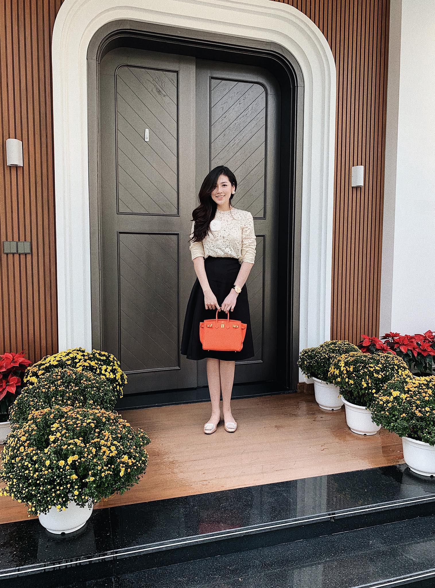 Tết đầu tiên bên gia đình chồng của mỹ nhân Việt: Người chứng minh đúng chuẩn vợ hiền dâu thảo, người xúng xính áo quần cùng chồng đi du xuân - Ảnh 7.