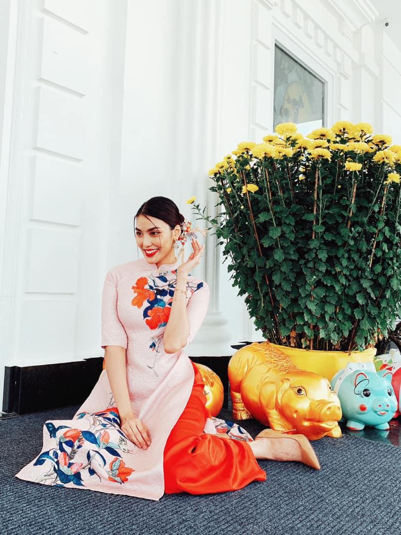 Tết đầu tiên bên gia đình chồng của mỹ nhân Việt: Người chứng minh đúng chuẩn vợ hiền dâu thảo, người xúng xính áo quần cùng chồng đi du xuân - Ảnh 4.