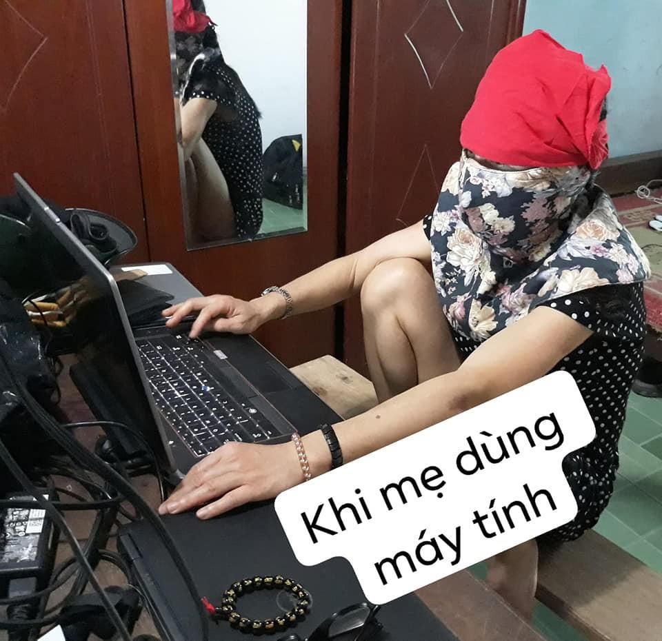 Sợ ngồi máy tính nhiều có hại, mẹ nghĩ ra cách bảo vệ mình siêu lầy ai nhìn thấy cũng cười bò - Ảnh 1.