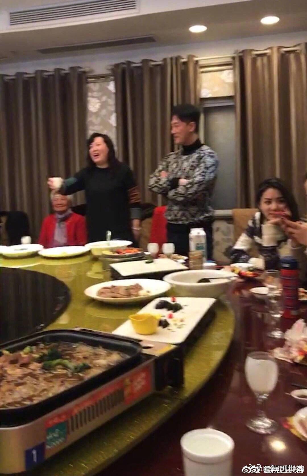 Lâm Phong về quê bạn gái kém 11 tuổi ra mắt họ hàng, rộ nghi vấn chuẩn bị làm đám cưới trong năm Kỷ Hợi - Ảnh 1.