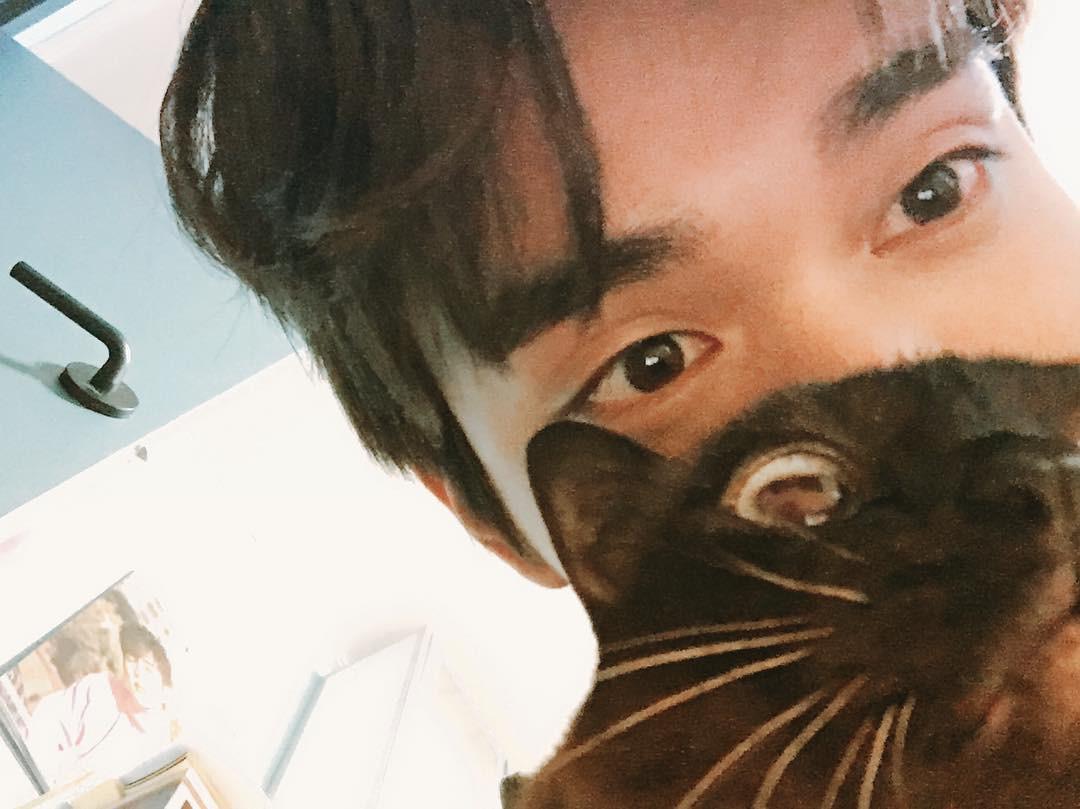 Khi nam thần nữ thần xứ Hàn selfie tệ đến mức khó đỡ nhưng không hiểu sao vẫn... đẹp bất ngờ - Ảnh 2.