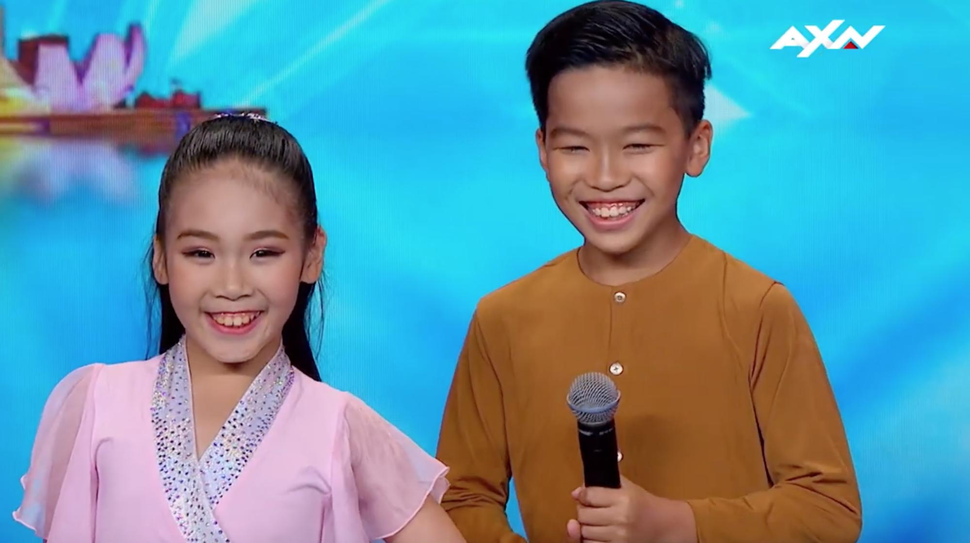 Cặp đôi nhí Việt Nam khiến các giám khảo Asias Got Talent cười tít mắt vì quá đáng yêu - Ảnh 3.