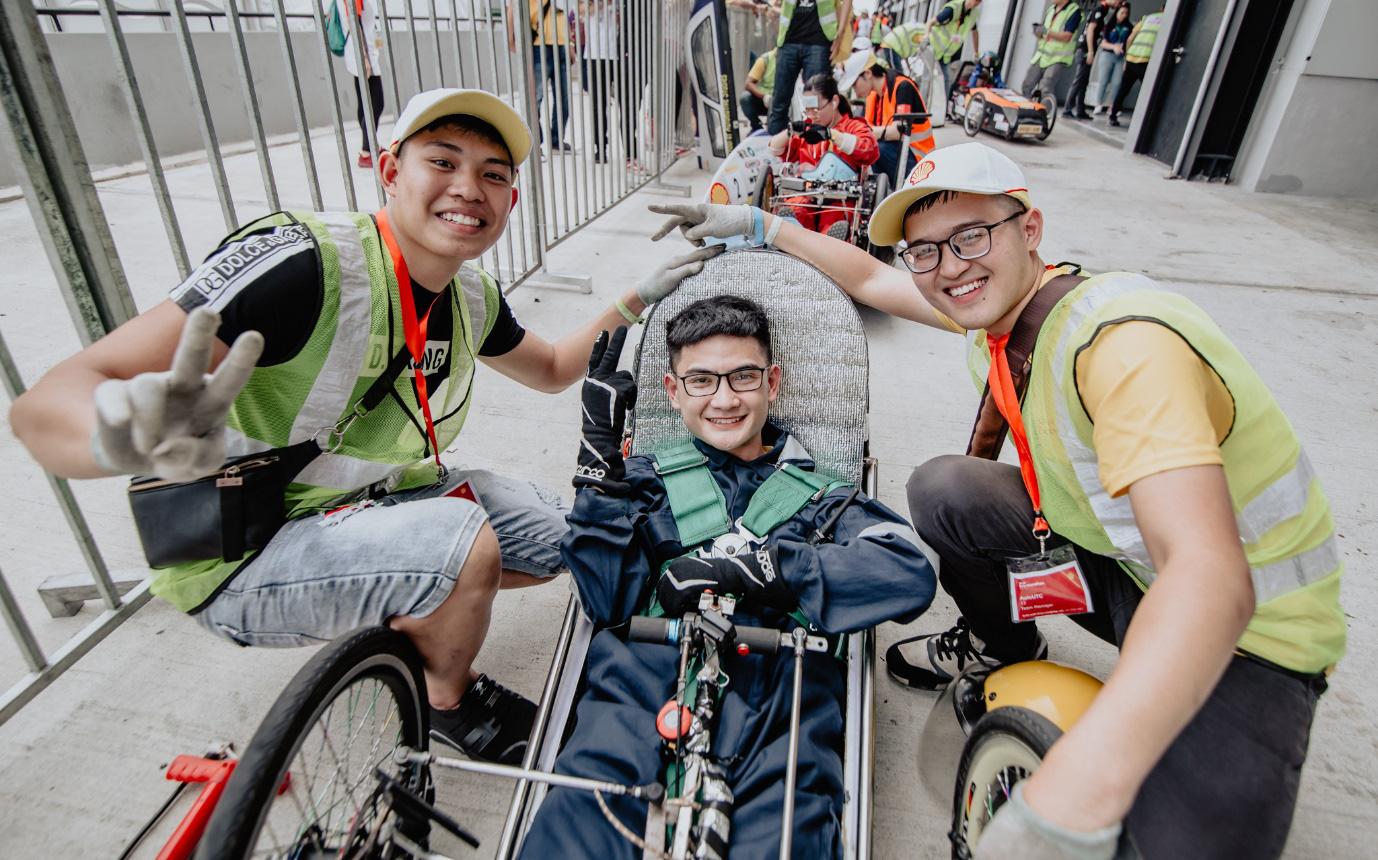 Những người trẻ Việt đam mê chế tạo ô tô ngày ấy và bây giờ: Hào quang dẫn lối hành trình chinh phục thế giới