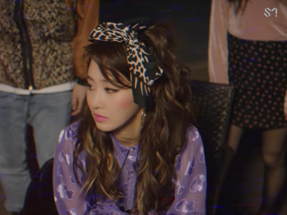 Xuất hiện trong MV của Super Junior, thành viên SNSD được khen: Đóng vai bà thím nhưng nhìn như thiếu nữ đôi mươi - Ảnh 1.