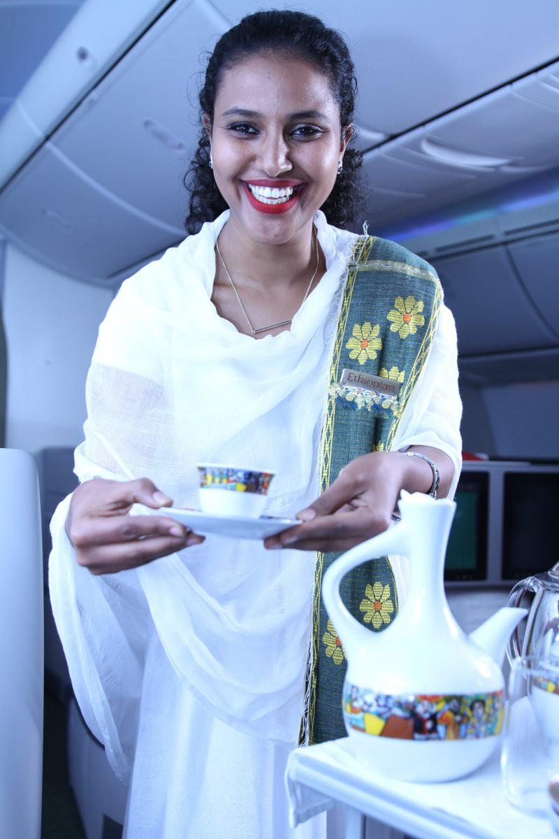 Rơi máy bay ở Ethiopia: Thấy bảng hạ cánh an toàn, người thân vui mừng ngóng đợi thì bàng hoàng nhận tin dữ - Ảnh 2.
