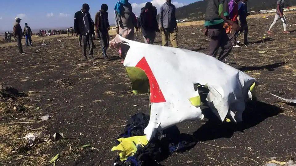 Hiện trường rơi máy bay thảm khốc ở Ethiopia: Thi thể nạn nhân la liệt, khung cảnh tang thương đầy ám ảnh - Ảnh 5.