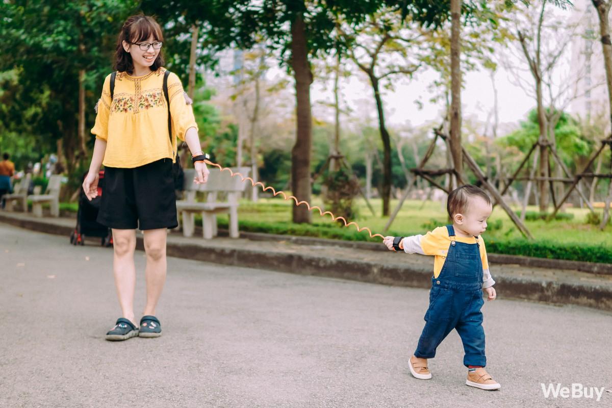 Những bà mẹ bị hội chứng mất não sau sinh nhất định phải thử qua sợi dây chống lạc con nơi công cộng này - Ảnh 8.