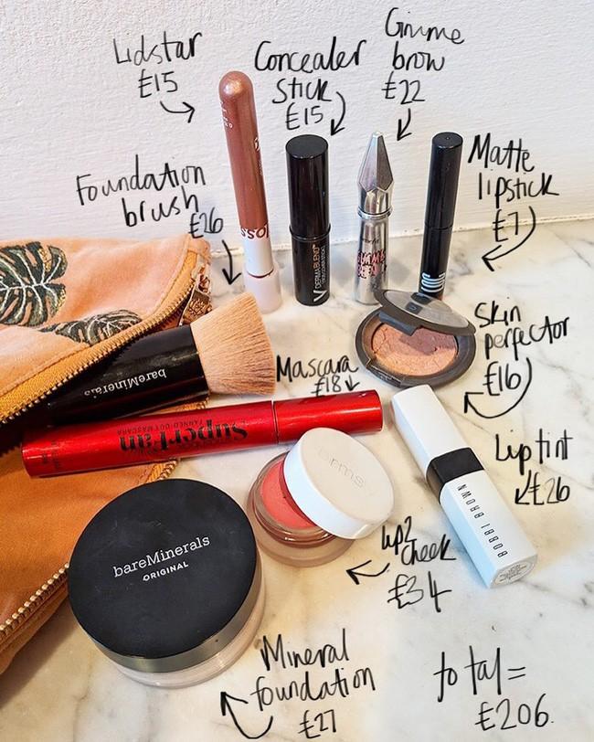 """""""Gia tài"""" đồ makeup của quý cô công sở chỉ cần như túi trang điểm gọn nhẹ của nàng BTV làm đẹp này là quá ổn - Ảnh 1."""