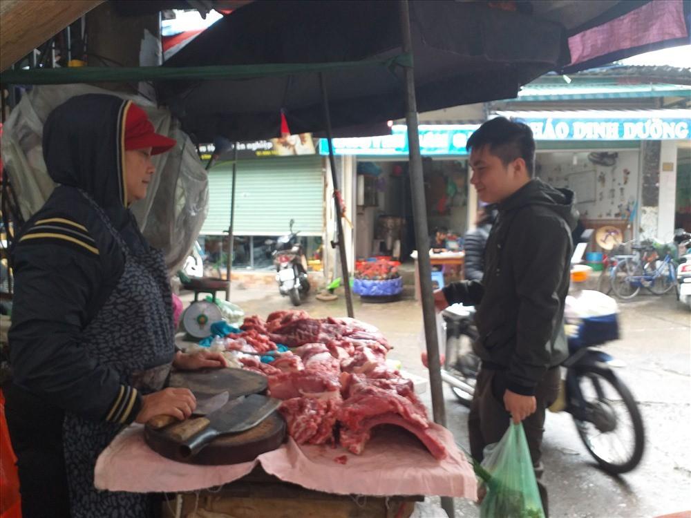 """Người tiêu dùng e ngại, giá lợn thương phẩm vẫn không """"hạ nhiệt"""" - Ảnh 3."""