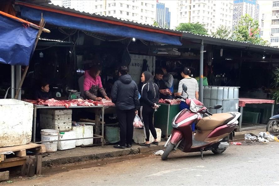 """Người tiêu dùng e ngại, giá lợn thương phẩm vẫn không """"hạ nhiệt"""" - Ảnh 1."""