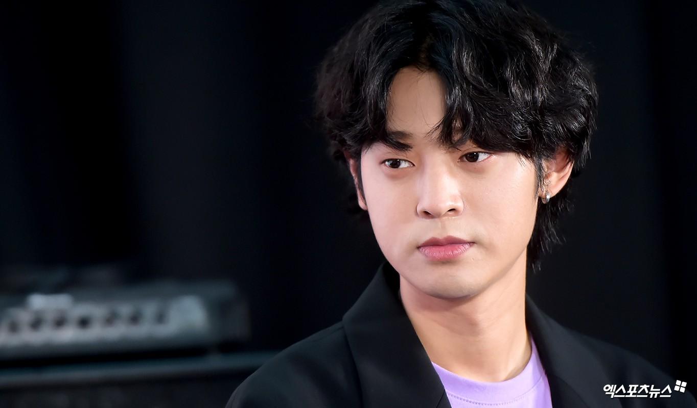 SBS tung bằng chứng tố đích danh nam ca sĩ lén quay clip quan hệ tình dục và gửi vào groupchat mại dâm với Seungri - Ảnh 1.