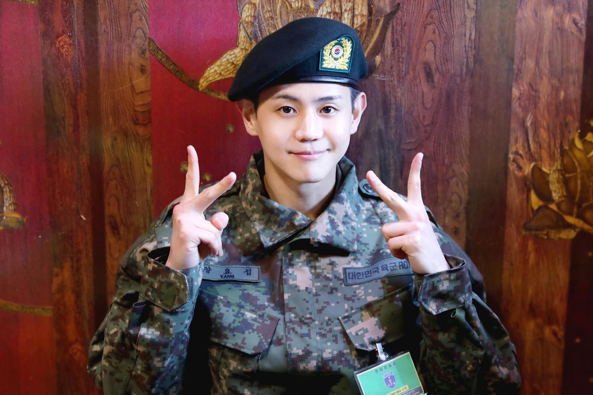 Nam idol gây sốt với loạt ảnh mặc quân phục: 30 tuổi nhập ngũ mà baby như em trai năm nhất đi học quân sự - Ảnh 6.