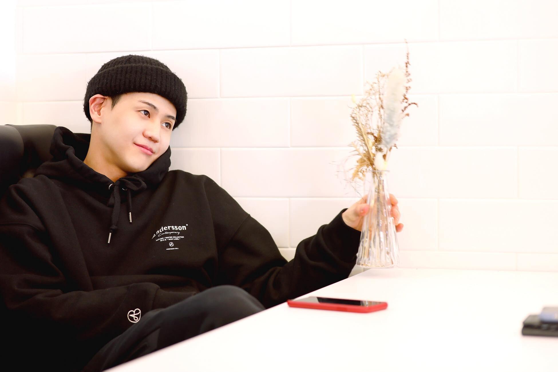 Nam idol gây sốt với loạt ảnh mặc quân phục: 30 tuổi nhập ngũ mà baby như em trai năm nhất đi học quân sự - Ảnh 8.