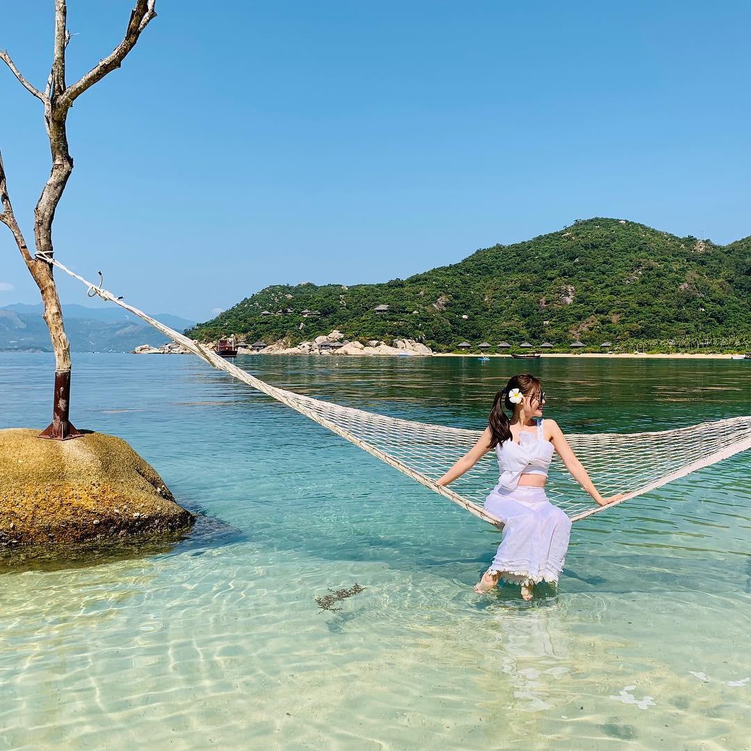 Cứ tưởng là nước ngoài nhưng hoá ra thiên đường trong vắt mà Tóc Tiên vừa check-in lại ở Việt Nam - Ảnh 10.