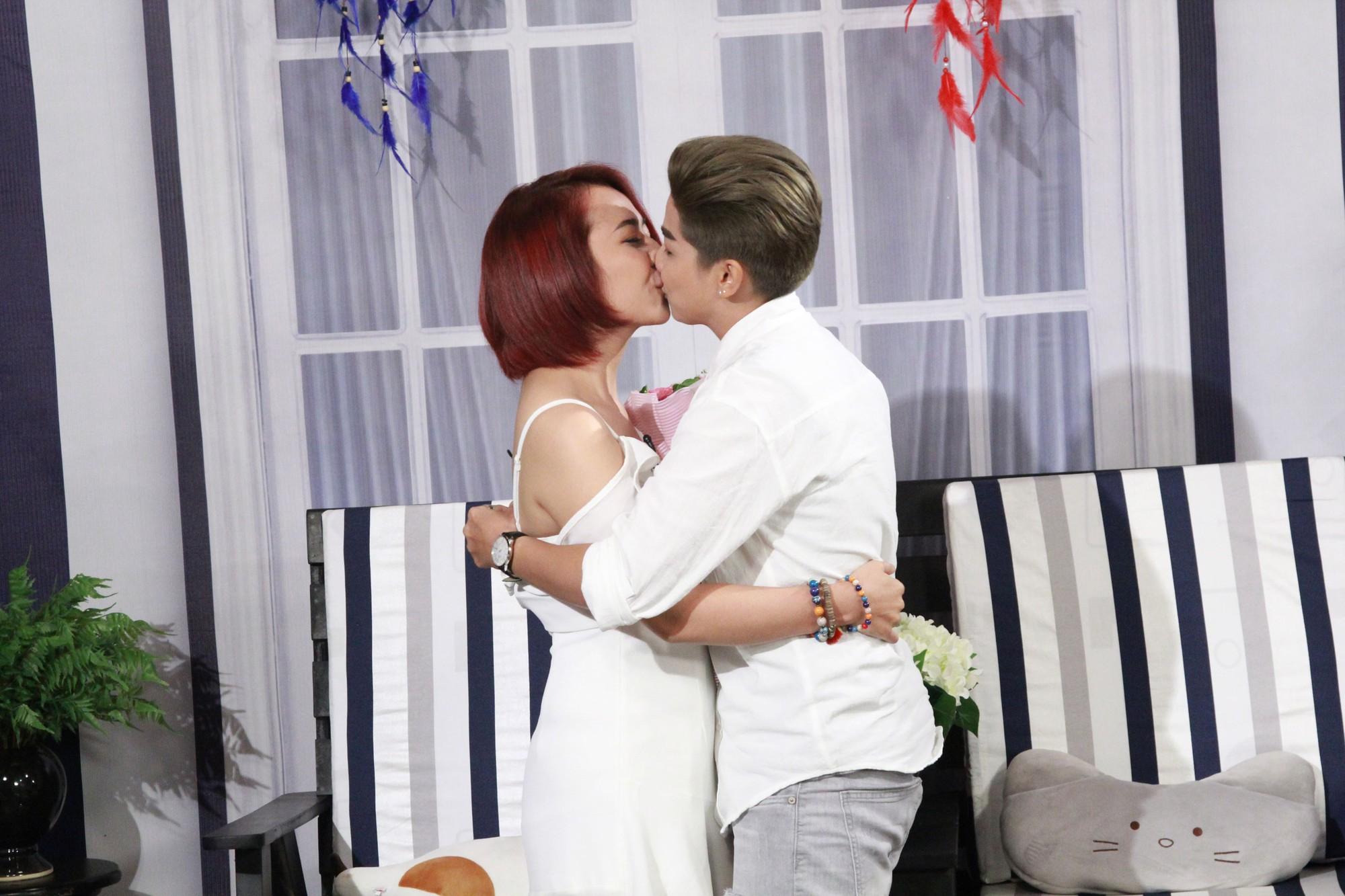 Lâm Khánh Chi nghẹn ngào với màn cầu hôn bất ngờ của cặp đôi bách hợp - Ảnh 6.