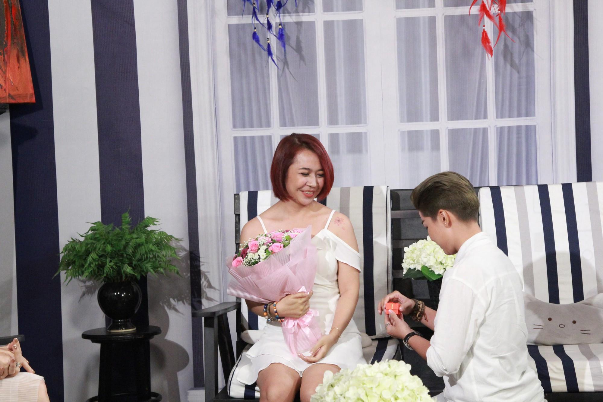 Lâm Khánh Chi nghẹn ngào với màn cầu hôn bất ngờ của cặp đôi bách hợp - Ảnh 5.