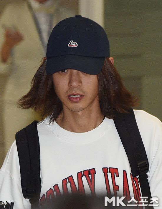 Khung cảnh hỗn loạn Jung Joon Young bị phóng viên bao vây khi về nước: Nhìn là biết dư luận Hàn Quốc phẫn nộ cỡ nào! - Ảnh 1.